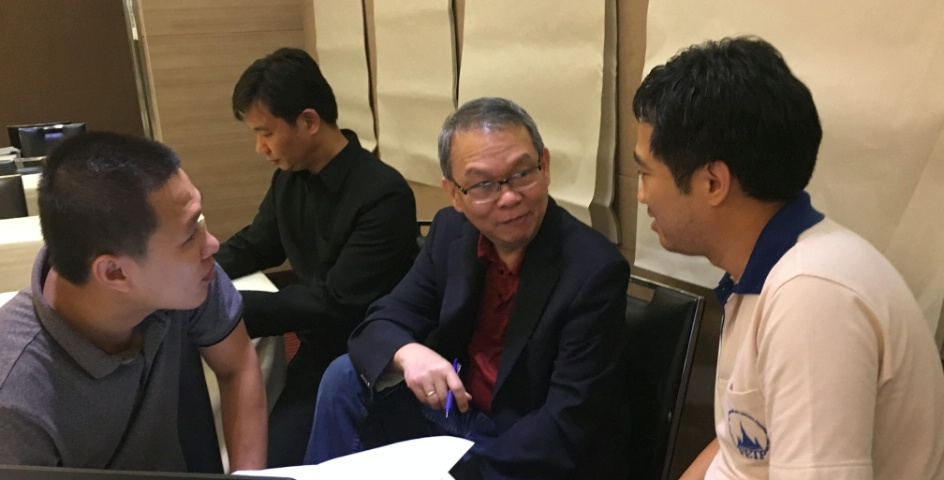The American Center for Disease Control meets with Thai health officials