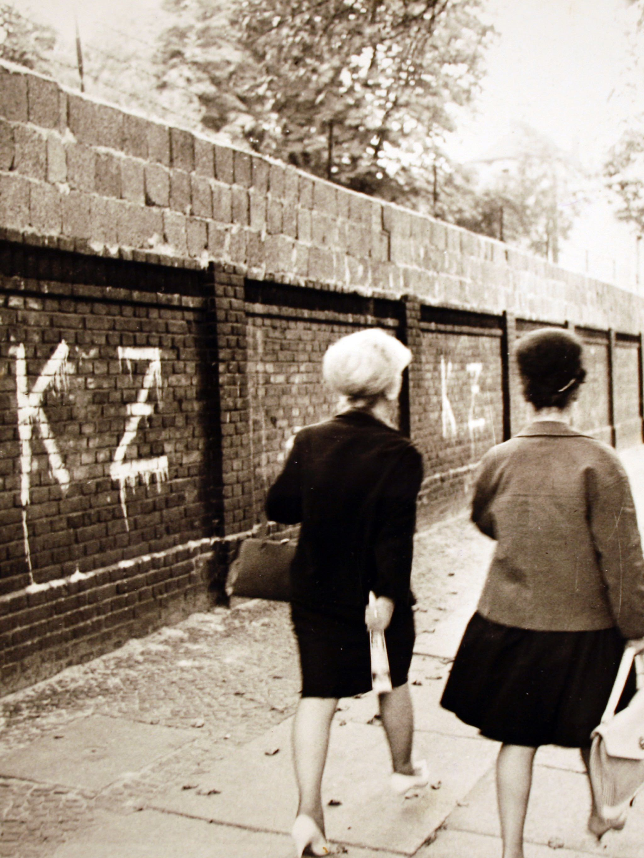 Photograph of graffiti on the Western side of the Berlin Wall that suggests the other side is a concentration camp