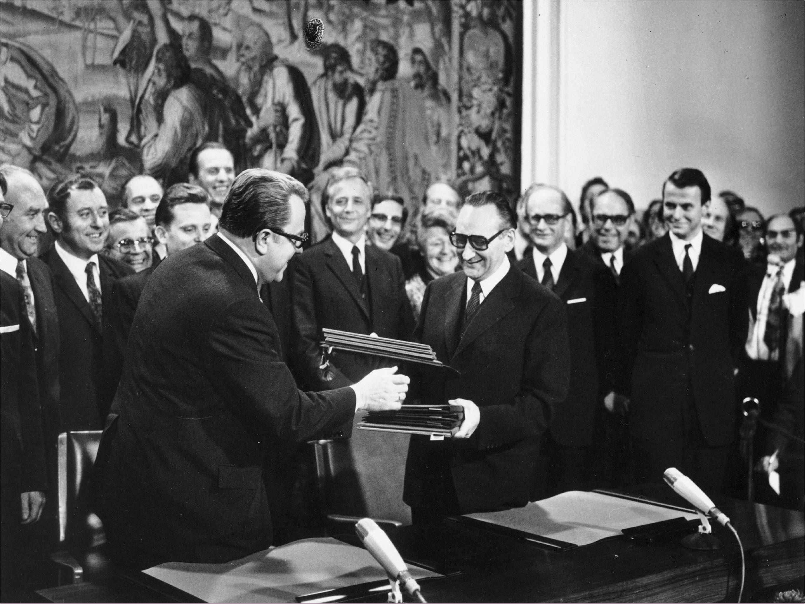 At a meeting in Bonn on November 8, 1972, East German State Secretary Michael Kohl (left) and West German State Secretary Egon Bahr (right) initialed the Basic Treaty between West Germany and East Germany.